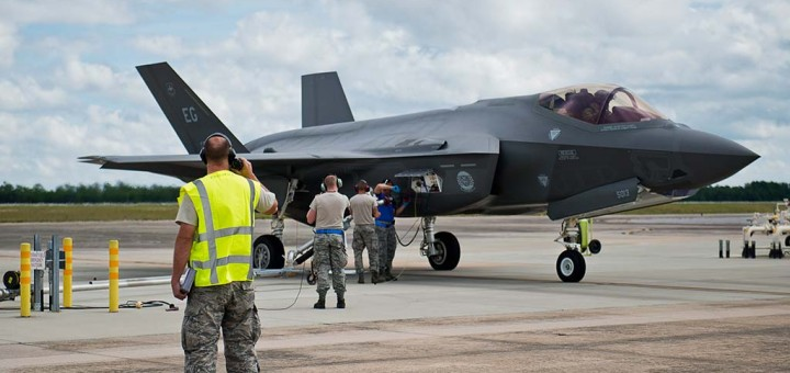 U.S. Airmen begin refueling an F-35A Lightning II during a hot pit session on the 33rd Fighter Wing flightline at Eglin Air Force Base, Fla. All of the F-35 variants use the refueling areas in conjunction with the 96th Logistics Readiness Squadron's fuels flight. (Photo by U.S. Air Force photo/Samuel King Jr.-USAF/Eglin AFB)