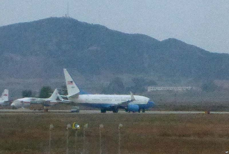 USAF-passenger-jet-Sunan-International-Airport-in-Pyongyang--North-Korea--211014