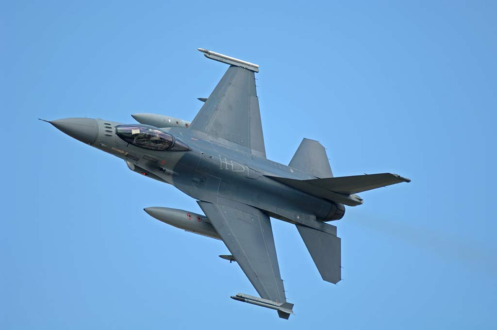 Pilot Killed: U.S. Air Force F-16 Crashes in Gulf of Mexico (Photo by Shutterstock)