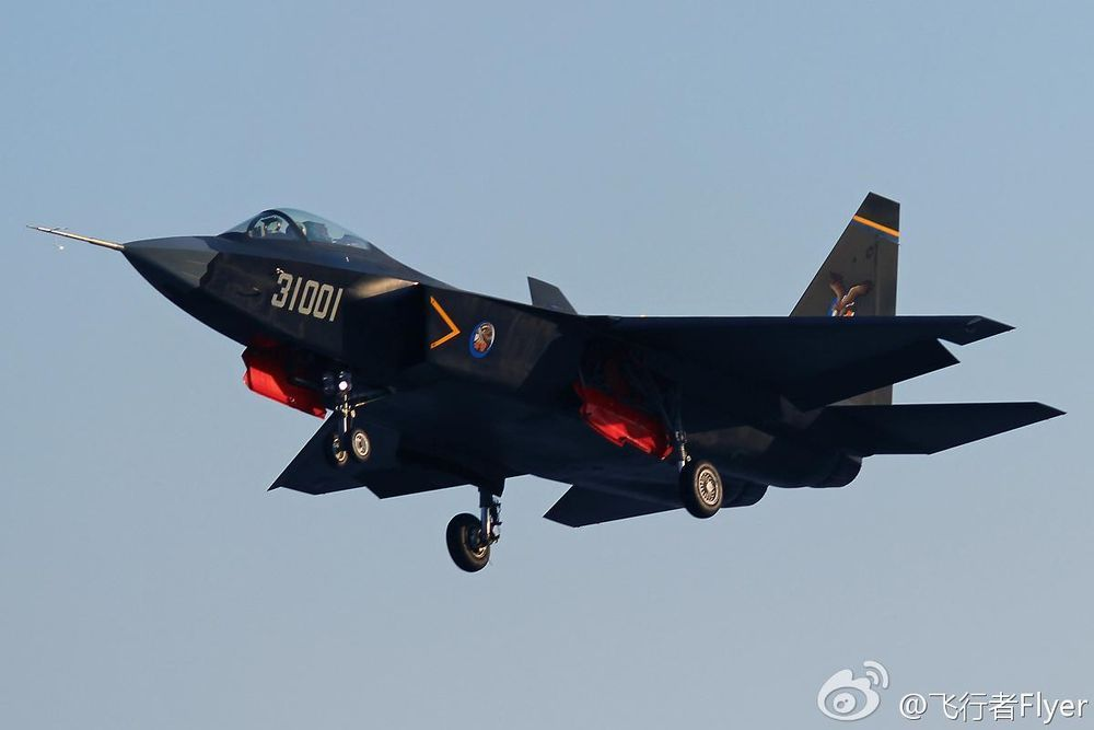 Chinese J-31 stealth fighter Lands on zhuhai