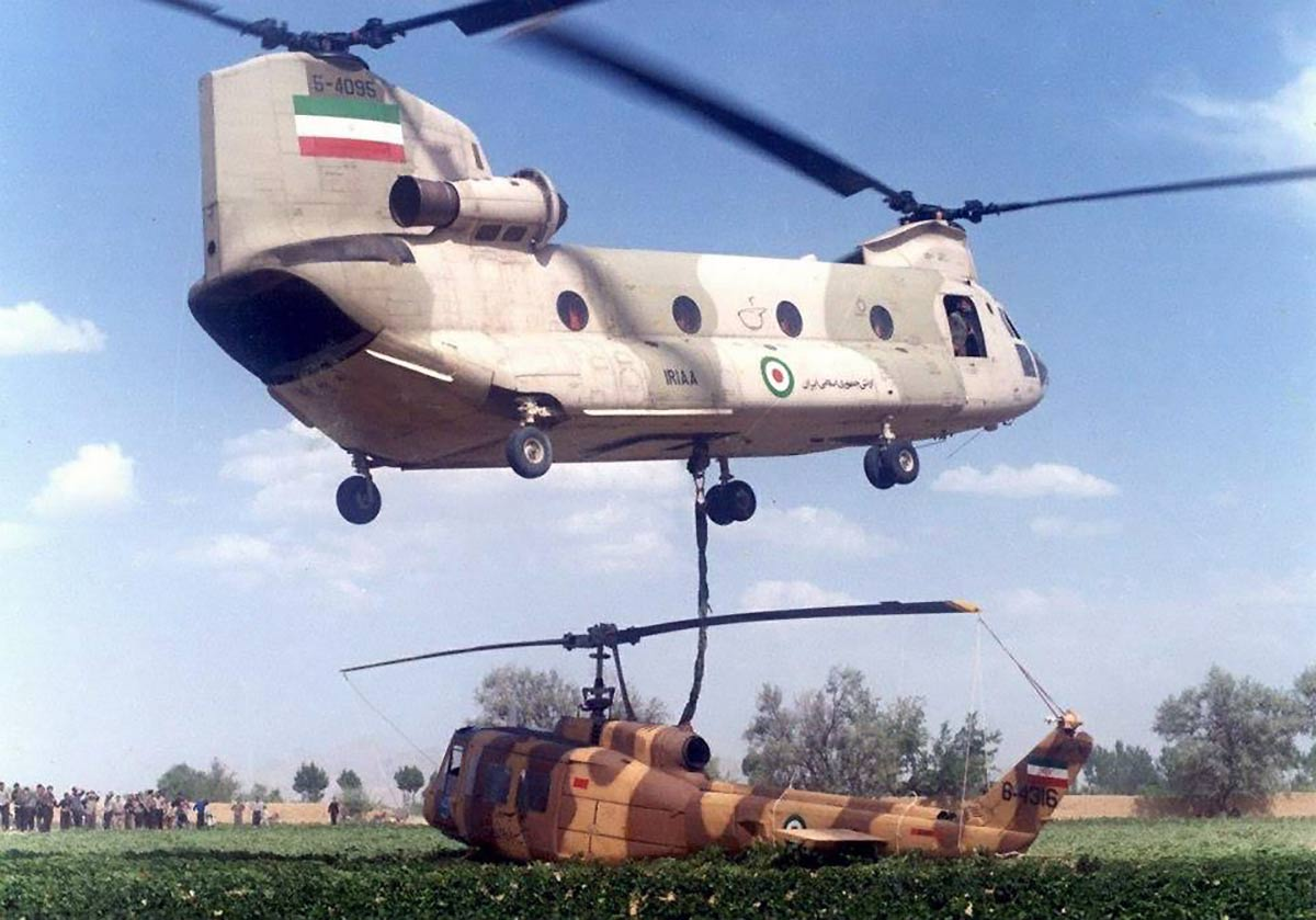 1979 IRIAA CH-47 Chinook carrying Bell-214
