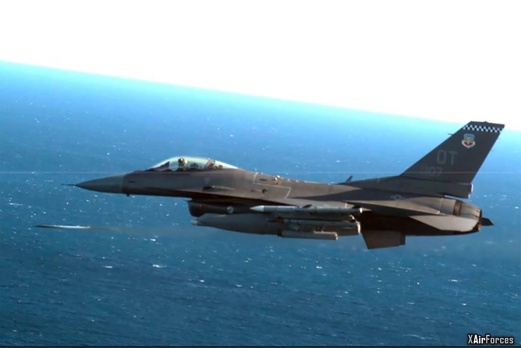US Air Force F-16C C flown by Maj Jeffrey Entine