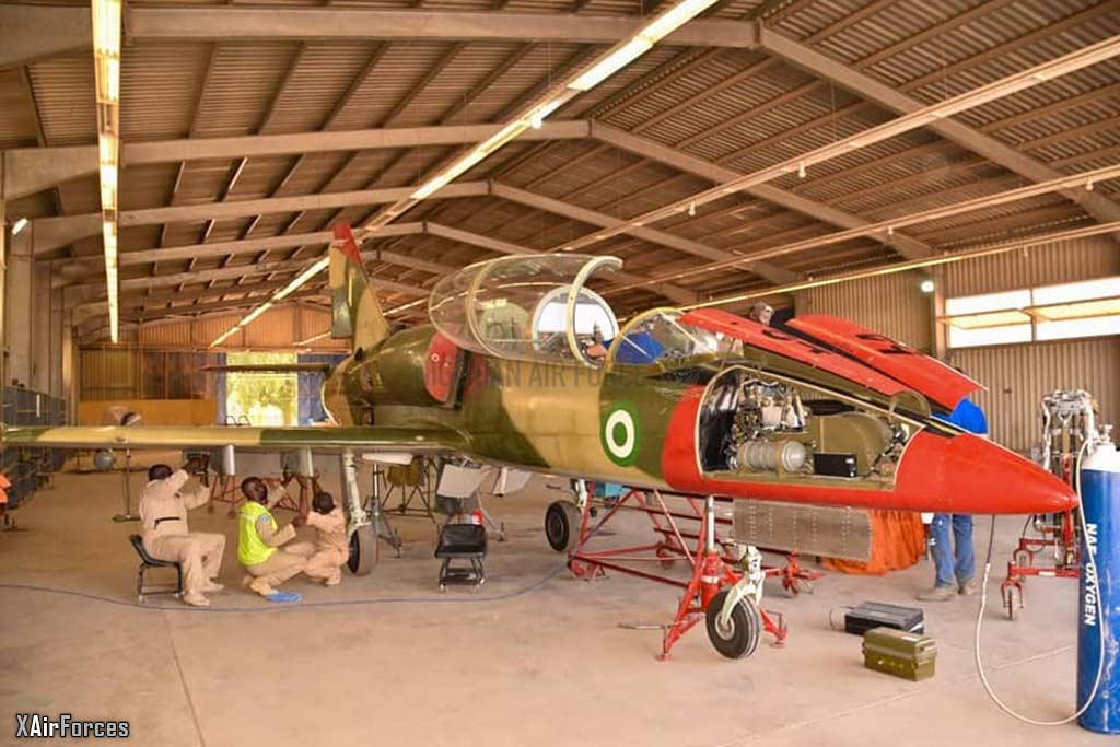 Nigerian Air Force L-39ZA with technicians, 27 November 2020